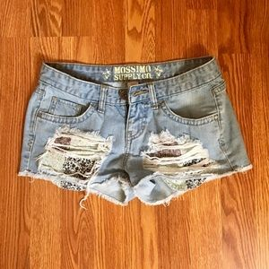 Stressed and ripped mini shorts ☀️!